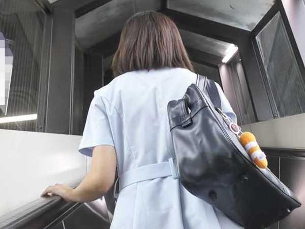 電車チカン個室に連れ込み生挿入&口内射精3