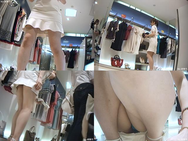 超いい女店員さんのスカートの中を覗く-4