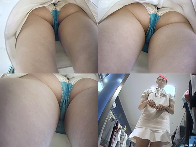 超いい女店員さんのスカートの中を覗く-6