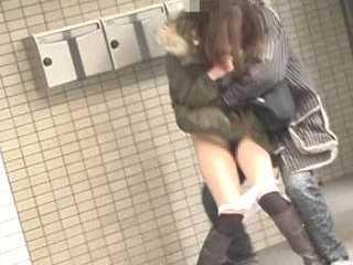 強襲撮 パンツ下げダッシュ!!10-10