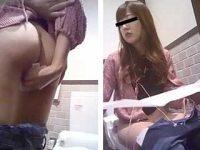 洋式トイレでパンツを下したまま立ち上がってくれる美しい女性たち