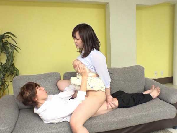 騎乗位の達人 巨乳妻のものすごい腰使い-4