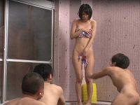 混浴温泉エロミッション!男性の体を洗ってあげるはずがイカされまくる女優