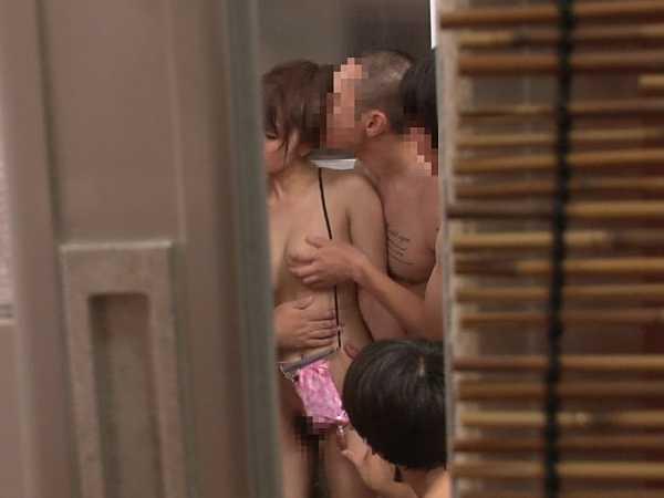 巨乳限定!強制混浴露天風呂-17