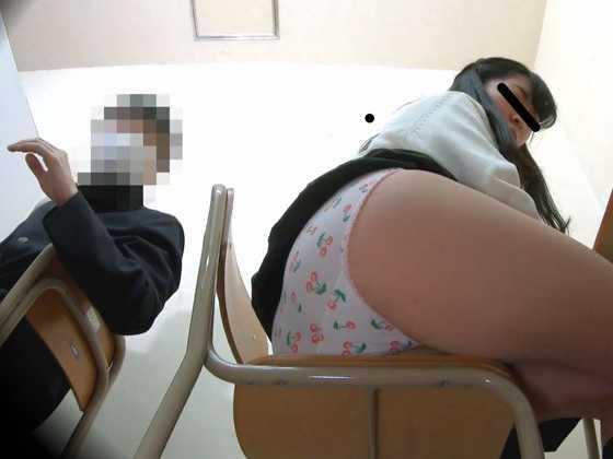 女学生おなら-1
