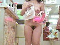 脱衣所をマン毛丸出しで歩くむちむち女性たち!巨乳や微乳のぽっちゃり多数