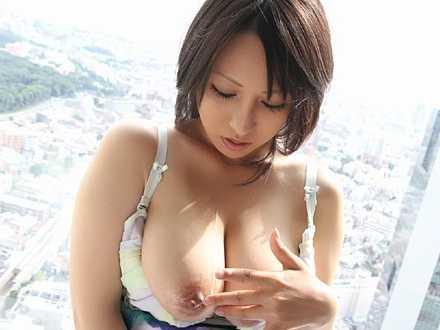 星咲優菜 胸チラ