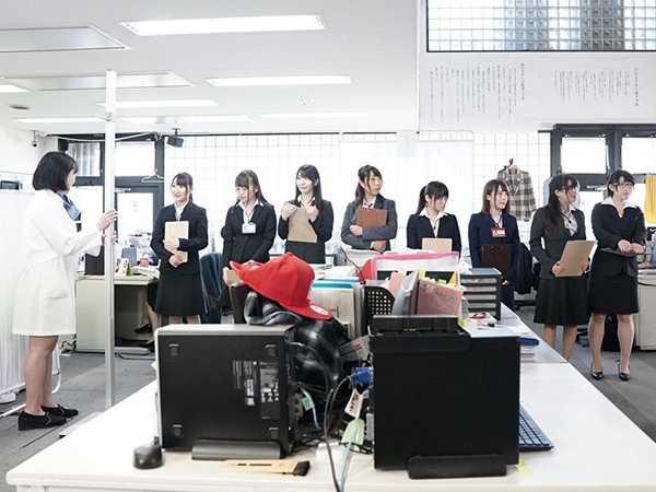 SOD女子社員抜き打ち健康診断6
