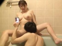 数年ぶりの姉弟風呂!大股開きで誘惑する姉のおま〇こを全力で舐める弟
