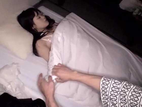 出張中のSOD女子社員の部屋にこっそり忍び込んで寝ている間にヌプッっと挿入-3