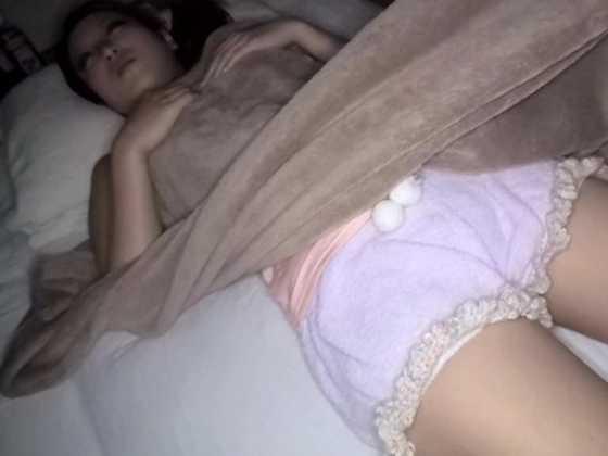 出張中のSOD女子社員の部屋にこっそり忍び込んで寝ている間にヌプッっと挿入-6